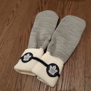 NWOT Roots Toronto Maple Leafs Mitts
